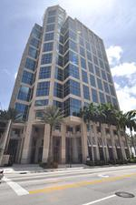 Large liquor, food firms sign leases at 200 E. Las Olas Blvd.