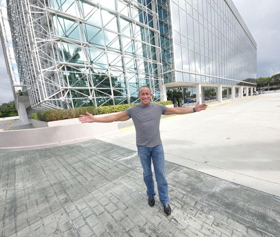 Jordan Zimmerman is relocating his agency and its 1,100 staffers to a 92,000-square-foot building facing Interstate 95 in Fort Lauderdale.