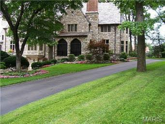 Address: 9 Carrswold Dr. Clayton, MO 63105 Price: $3.5 million Features: 6 bed, 8 bath | 8,527 square feet | 1.18 acre lot