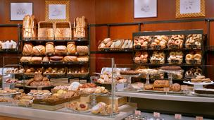 Nonprofit Panera Cares offers baked goods, sandwiches and other items from the Panera menu for free – but asks customers who can pay for a suggested donation.