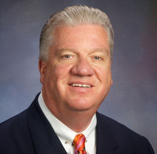 Supervalu Inc. has named board chairman Wayne Sales as its new CEO.