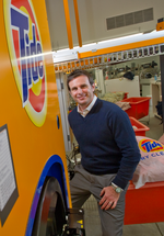 <strong>Bruce</strong> looks to clean up with Tide dry cleaners