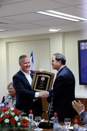 Mayor Buckhorn exchanges gifts with Ashdod Mayor Dr. Yehiel Lasri