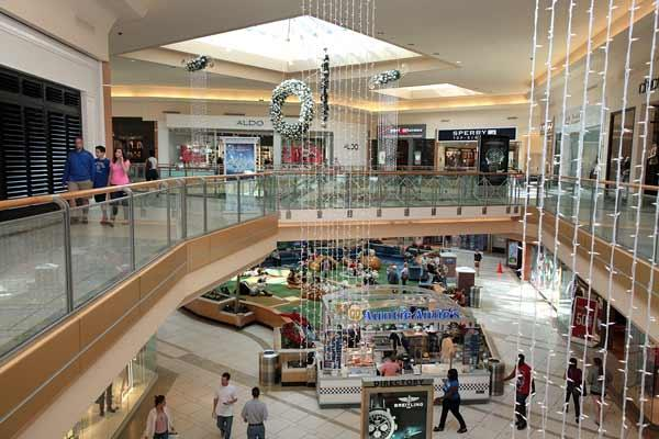 International Plaza in Tampa will be closed for the Thanksgiving holiday, according to its website.