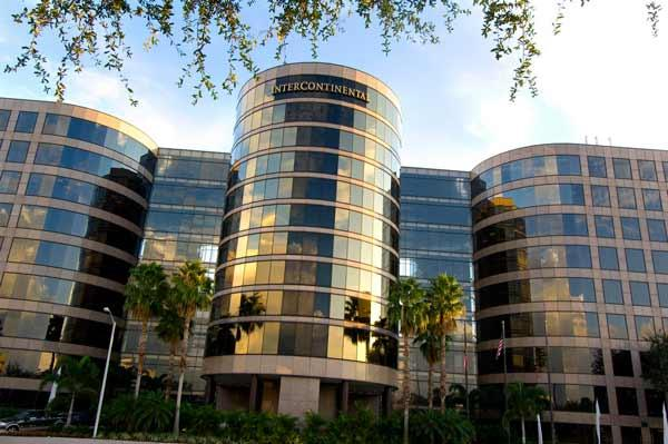 One and Two Urban Centre are twin, nine-story buildings connected by the Intercontinental Hotel in the Westshore area of Tampa.