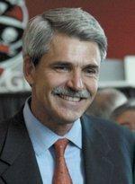 Washington takes it on the chin as Raymond James CEO decries regulation