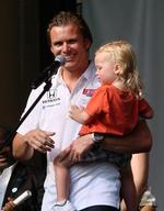 Tampa Bay area reacts to death of driver Dan Wheldon