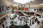 International Plaza Holiday shoppers