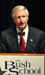 Andy <strong>Card</strong>, Bush's chief of staff, joins Lorillard board
