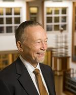 Duke public policy school dean <strong>Kuniholm</strong> stepping down