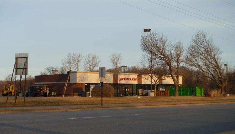 A Facebook group with about 670 members has formed that aims to land Chipotle in the 7-Hi shopping center on Highway 101 in Minnetonka.
