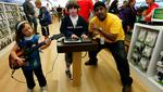 To score Apple-Microsoft tablet battle, Piper Jaffray heads to MOA