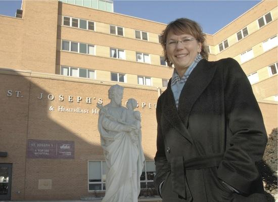 St. Joseph's Hospital CEO Sara Criger is leaving the St. Paul hospital to take a senior executive position with Allina Health Systems.