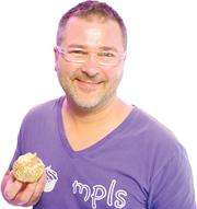 "Cupcake owner Kevin VanDeraa last week won $10,000 in a ""Cupcake Wars"" competition."