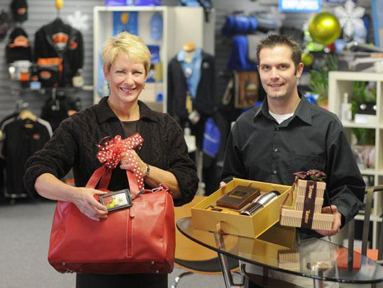 St. Croix Promotions CEO Pady Regnier and Executive Vice President Rob Vanden Broecke show how gift cards can be paired with another item that could include a company logo, so the recipient will remember who sent the gift.