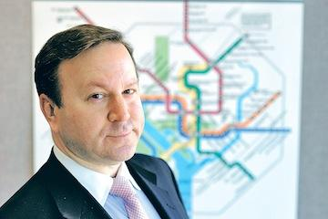 Steve Goldin will step down next month as head of Metro's real estate division.