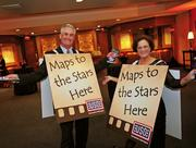 The USO of Metropolitan Washington glammed it up Hollywood-style during its Oct. 11 Stars and Stripes Benefit for the Troops at the Sheraton Pentagon City. USO-Metro volunteers Herb Champion and Sheila Champion show guests the way to the stars.