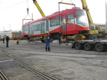 A D.C. streetcar, when it was shipped to the District. DDOT has agreed to buy two new cars, from Oregon Ironworks, for $8.7 million.