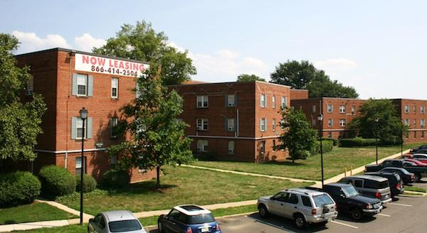 Foulger-Pratt Cos. has acquired the Hunting Terrace apartments in Alexandria for $22.6 million with plans for a potentially significant redevelopment of the rental community.