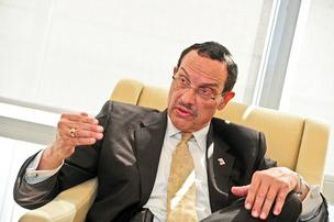 D.C. Mayor Vincent Gray launched the FastTrac DC program, aimed at helping educate new entrepreneurs.