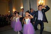 Sitar Arts Center ballerinas with, from left, Joey Poduslo, Lou Cardenas and event co-chair Clint Mann.