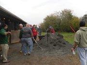 Unisys employees volunteer in Leesburg.