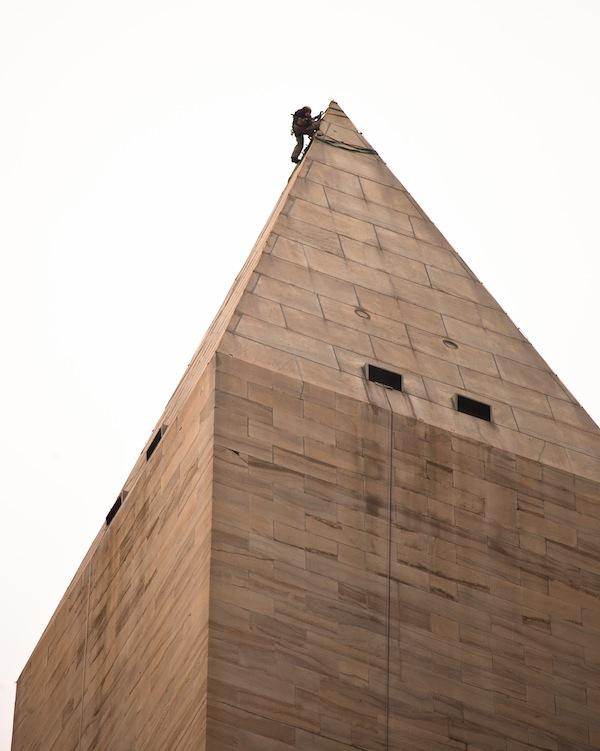 California builder Tutor Perini Corp. was awarded a $9.6 million  contract from the National Park Service to repair damage to the  Washington Monument from last year's earthquake.
