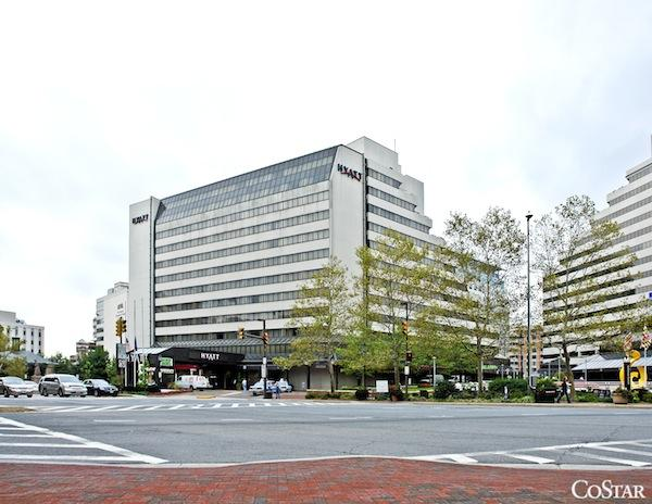 Lenders the Hyatt Regency Bethesda at a foreclosure auction Tuesday for $106 million, according to Tidewater Auctions LLC.