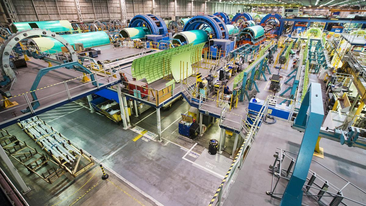 Deloitte cho biết họ đã làm việc với AWS để giúp Spirit AeroSystems, một nhà sản xuất thiết bị cho máy bay lớn, cải thiện khả năng hiển thị vào các bộ phận di chuyển qua dây chuyền sản xuất của họ.