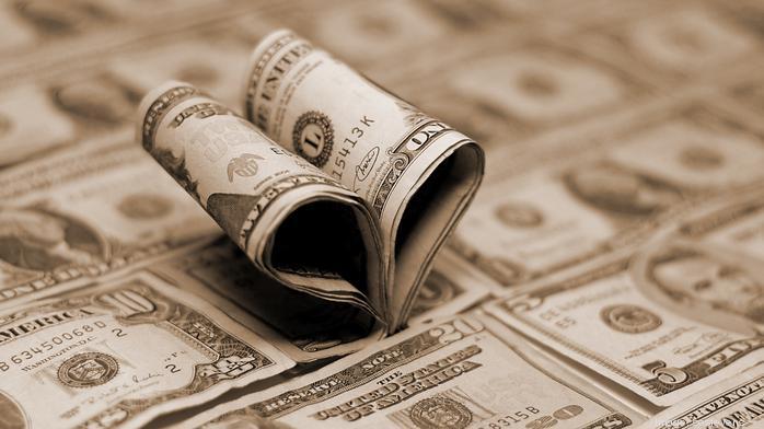 4 false beliefs that make money deceitful