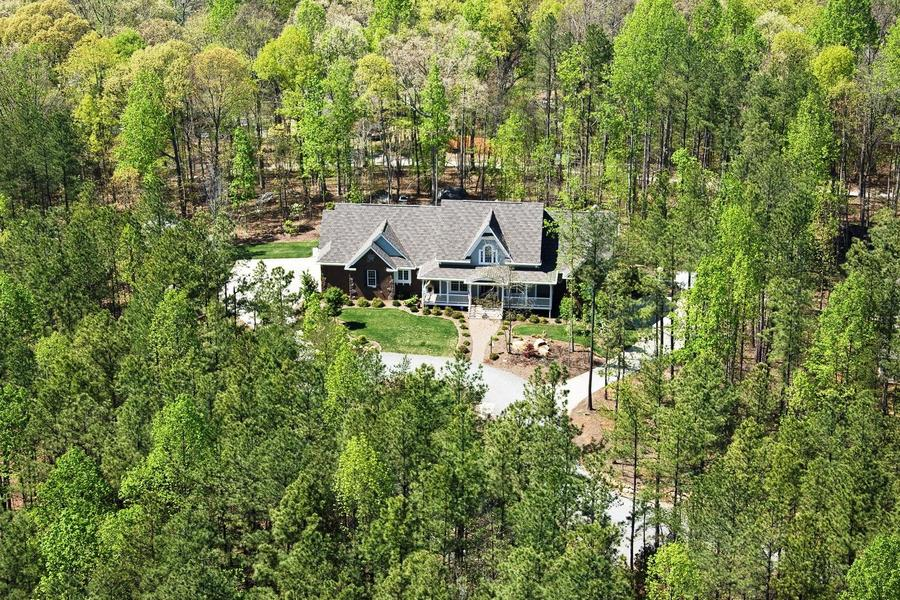 Beautiful Estate Property With Two Willis Lane