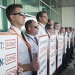 Unions welcome departure of Southwest Airlines labor chief; pilots picket en masse