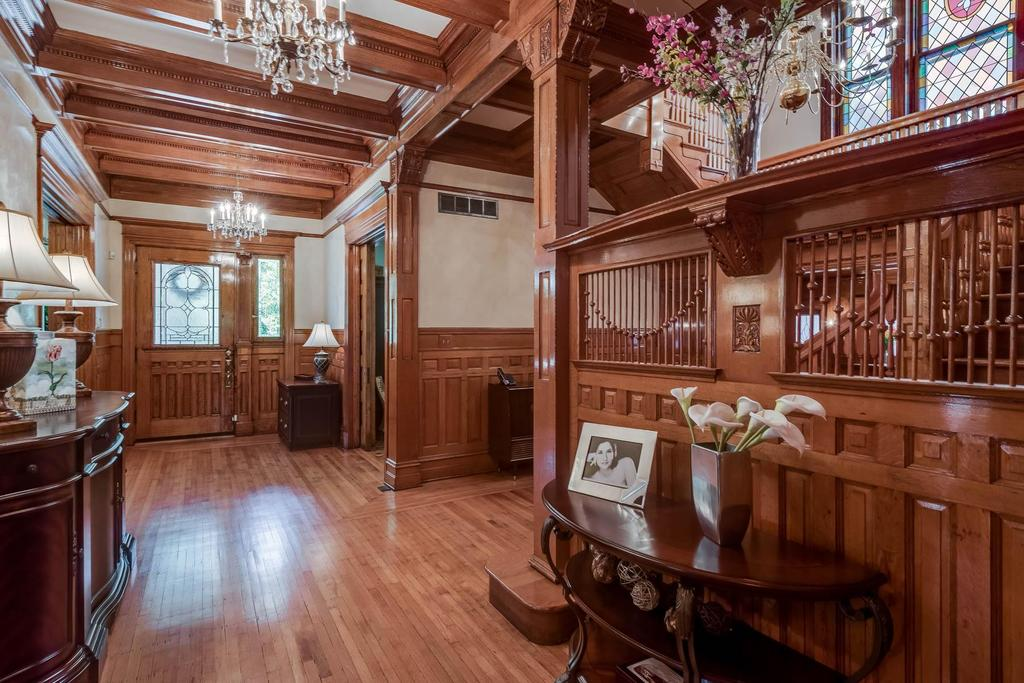 Home Saint Louis Foyer Unme : Magnificent residence in historic fullerton s westminster