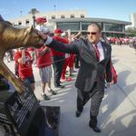 Tilman Fertitta doesn't 'fear a bidding war' over UH football coach Tom Herman