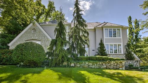 Quaint Hallbrook Home Just Listed!