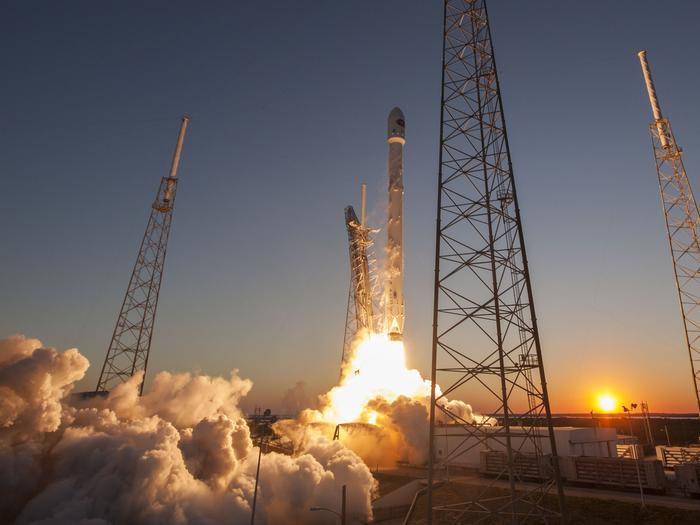 Report: SpaceX and proposed LNG plant can safely be neighbors