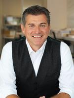 Tim Bakos