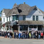 See huge crowd pull 150-ton Bosch tavern to its new location in Hales Corners