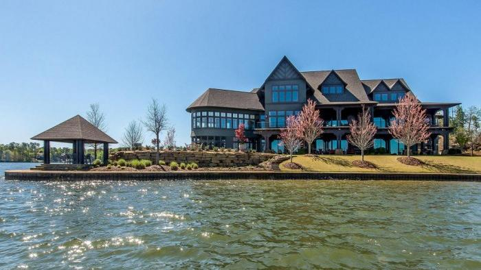 In pictures the most expensive lake homes for sale in for Luxury lake house
