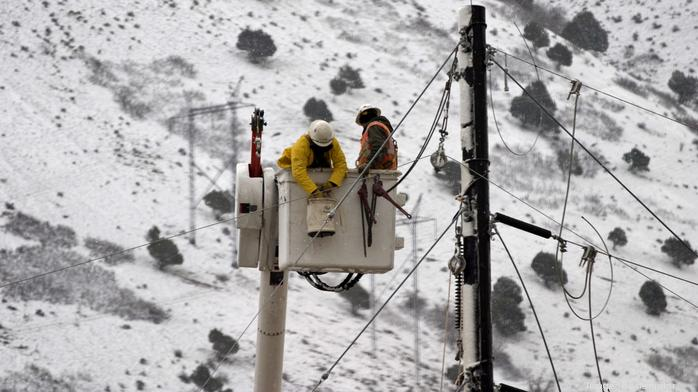11 training tips to protect workers from cold-weather hazards