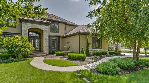 Gorgeous Traditional Home in Lionsgate!