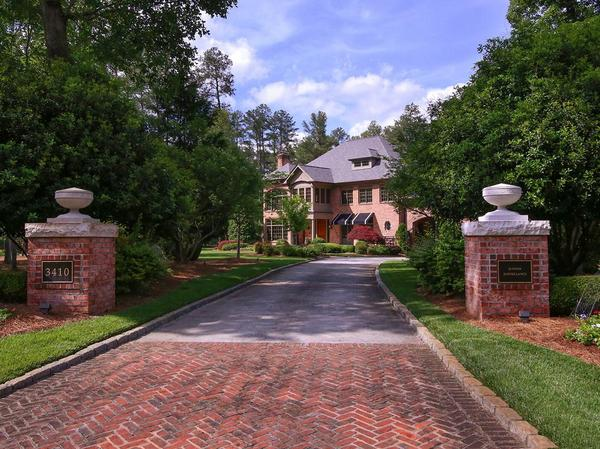 Outstanding Estate Compound Beautifully Located