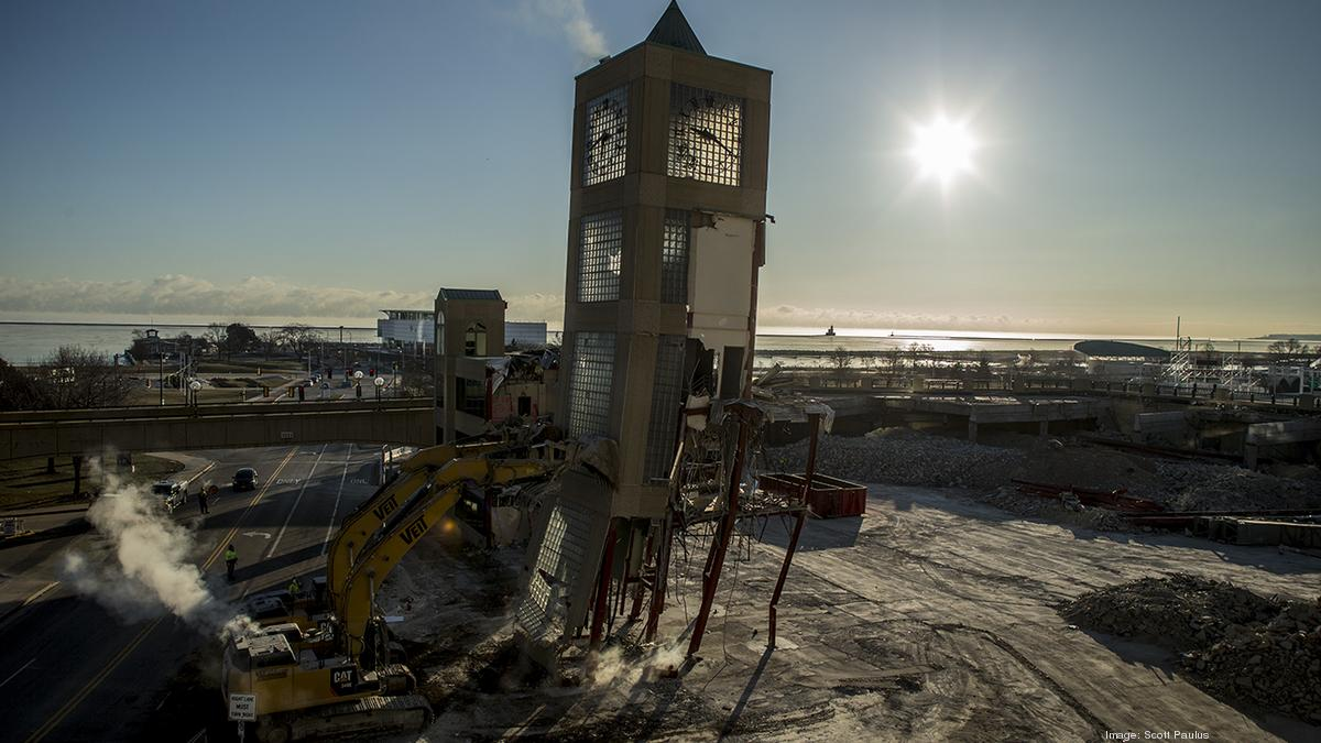 Milwaukee Transit Real Time >> Downtown Transit Center's clock tower toppled: Slideshow (Video) - Milwaukee - Milwaukee ...
