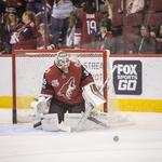 NHL, Coyotes threaten to leave Arizona