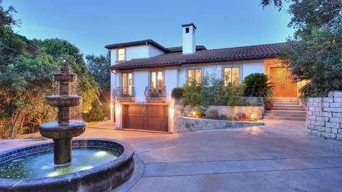 Custom built beautiful quality home on very private lot in Las Lomas