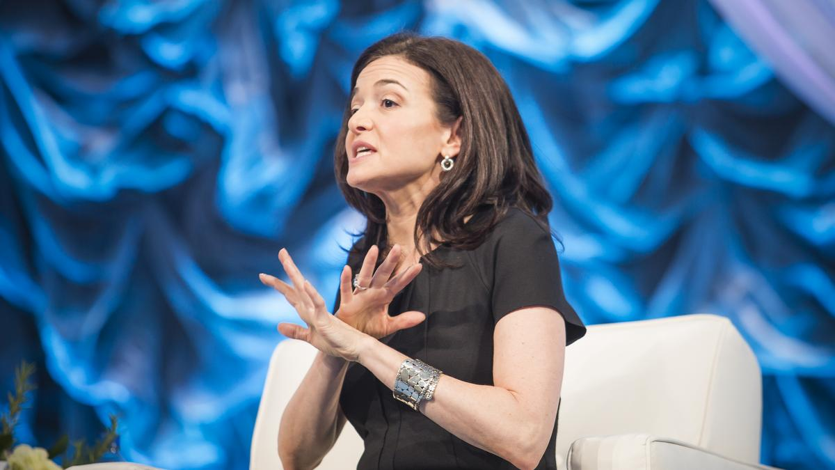 Facebook coo sheryl sandberg talks trump and new book for Www coo