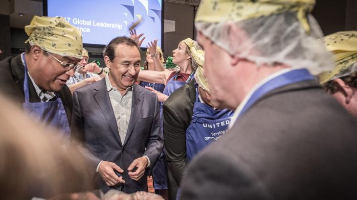 United Airlines CEO Oscar Munoz is still spilling his guts to the media