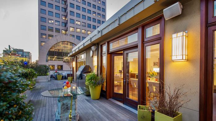Patti Payne's Cool Pads: 'Huckster' Ron Elgin selling penthouse in landmark building for $3.2M (Photos)