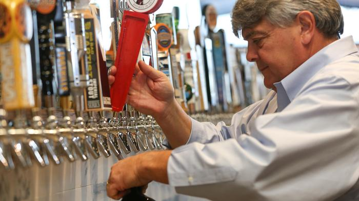 Here's how a beer-restaurant chain is gobbling up franchisees