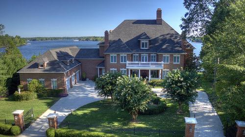 Beautiful Home with Panoramic Views of Lake Norman